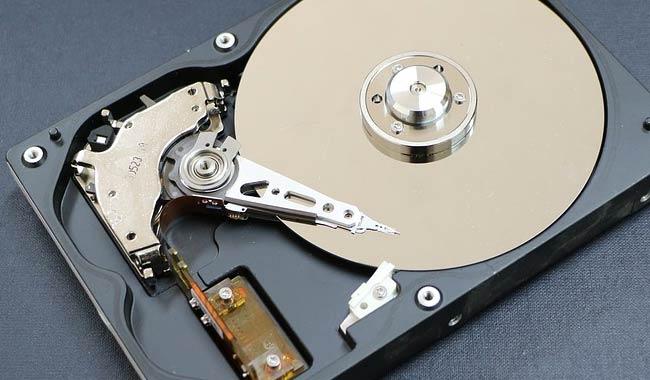 Biella rubato ad una mamma hard disk con le foto del figlio morto