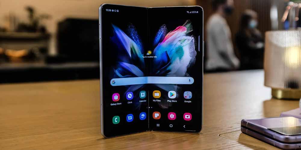 Samsung Galaxy Z Fold 3 pieghevole fotocamera sotto il display